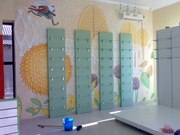 Барельефы и роспись стен.