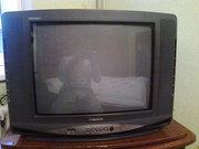 Телевизор и деревянный,  полированный столик под телевизор.